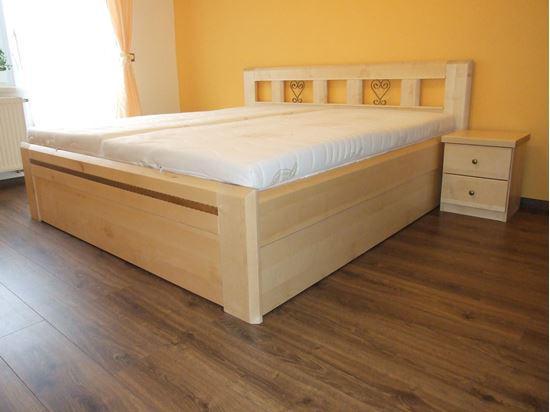 IRENA II Dřevěná postel z masivu, s úložným prostorem