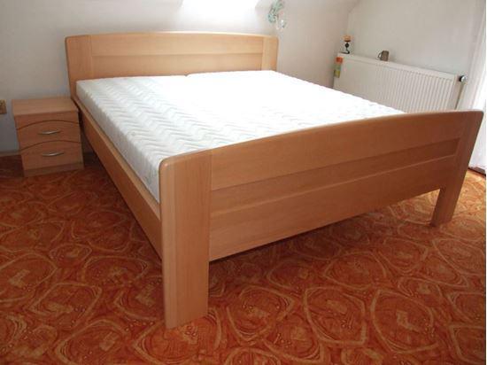 JANA Dřevěná postel z masivu, bez úložného prostoru