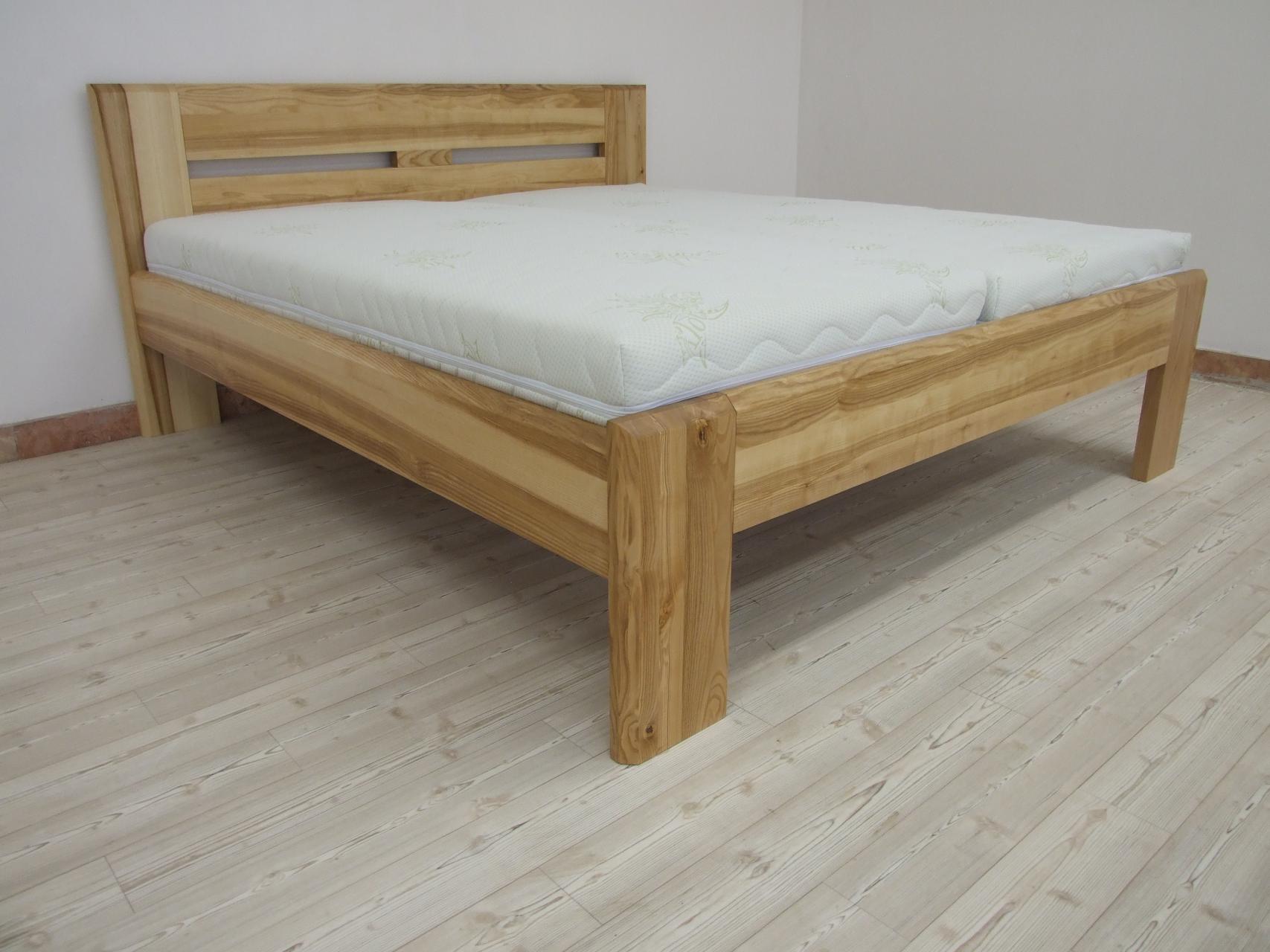 LUCIE Dřevěná postel z masivu, bez úložného prostoru
