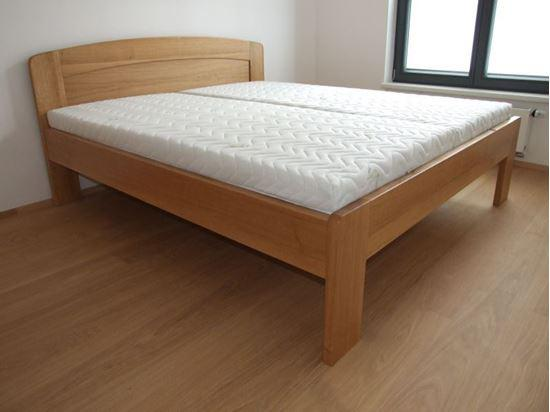 PETRA Dřevěná postel z masivu, bez úložného prostoru