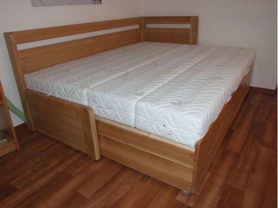 ROZKLÁDACÍ dřevěná postel z masivu s úložným prostorem