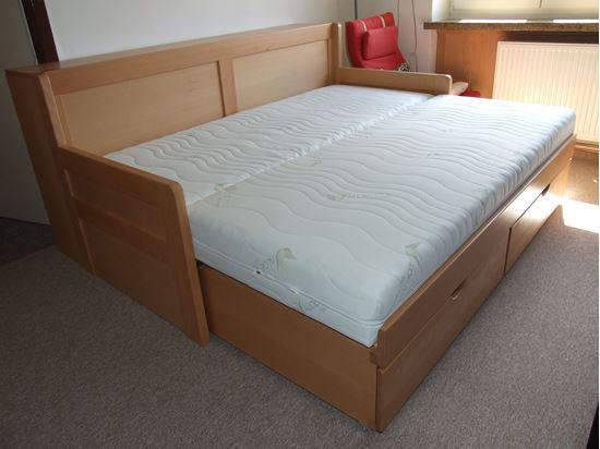 ROZKLÁDACÍ dřevěná postel z masivu s úložným prostorem a boxem pro matraci