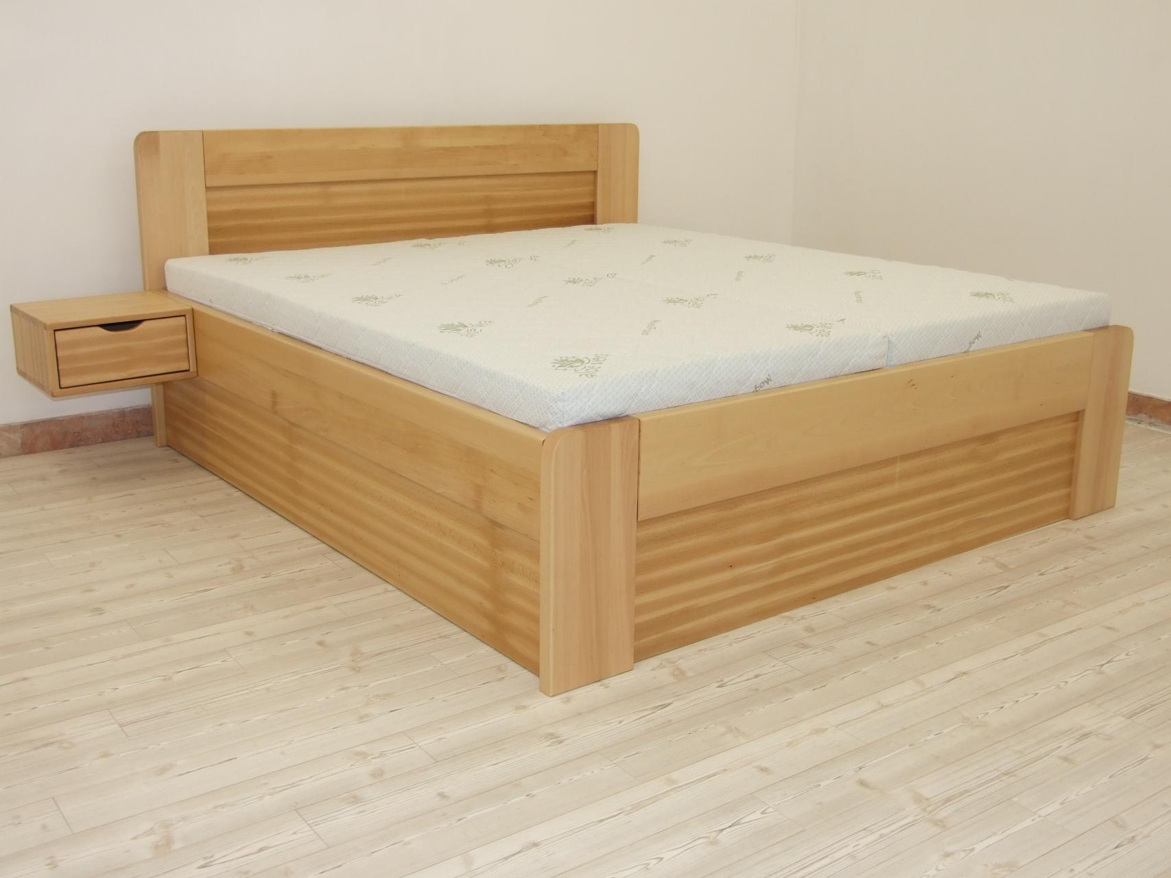 SIMONA Dřevěná postel z masivu, s úložným prostorem